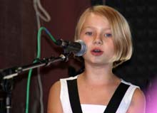 10-year old Chloe sang with Snap at Brown Barn